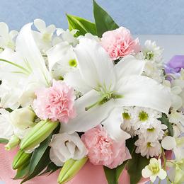 柔らかな色合いの花束です。