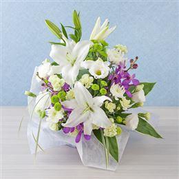 <千趣会イイハナ> 【故人を偲ぶ、お悔みの花】アレンジメント「敬慕の情」