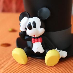 ちょっこりと座っているかのようなミッキーマウスがとってもキュートです。