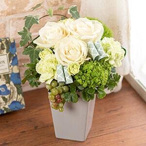 母の日 アレンジメント「Elegant White Flowers〜優しい風〜」