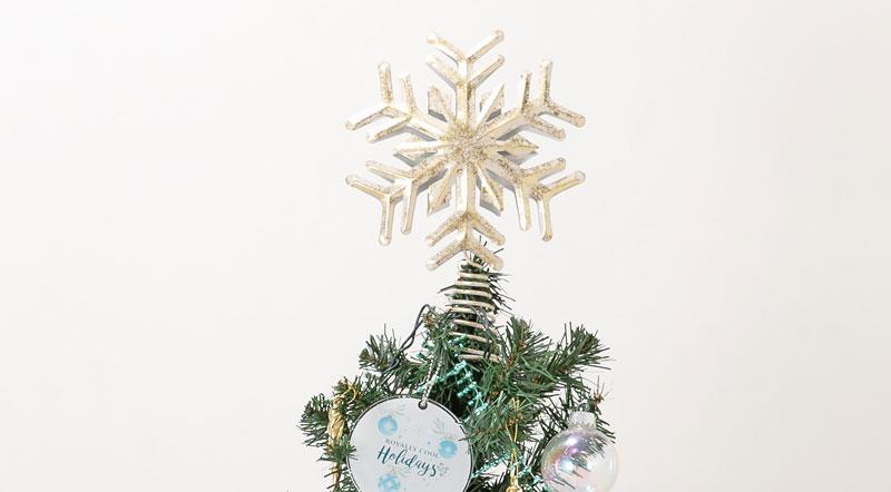 クリスマスツリーの頂上に置かれる星(トップスター)